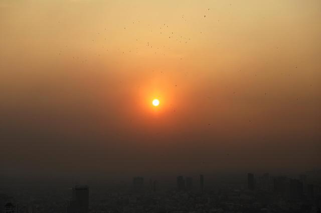 "alt=""Bangkok toxic smog forces hundreds of schools to close"""