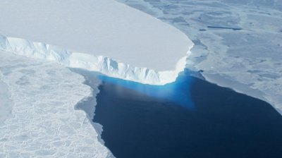 "alt=""Cavity in Antarctica Glacier Is 2/3rds the Size of Manhattan, Scientists Say"""