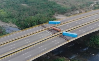 "alt=""Venezuelan troops blockade bridge to stop aid from Colombia"""