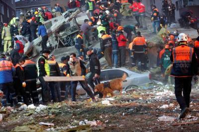 """alt=""""Istanbul apartment collapses"""""""