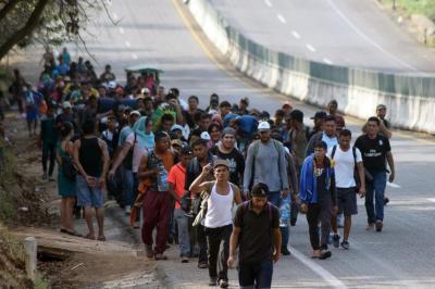 """alt=""""Migrant caravan moves north"""""""