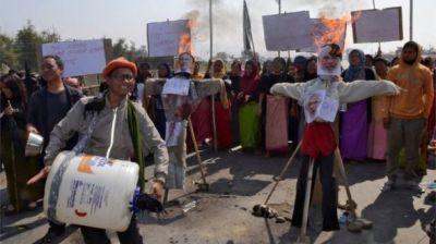 """alt=""""India Citizenship Amendment Bill dropped amid protests"""""""