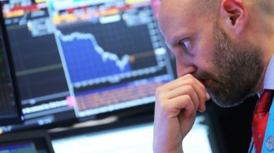 """alt=""""Dow drops > 450 points, S&P 500 posts worst day since January amid global growth worries"""""""