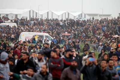 """alt=""""4 Palestinian protesters killed as thousands gather at Gaza-Israel border"""""""