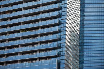 """alt=""""Singapore Luxury Home Prices Drop Most in a Decade on Curbs"""""""