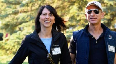 """alt=""""Jeff Bezos to keep 75% of couple's Amazon stock after finalizing divorce"""""""