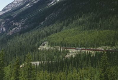 """alt=""""These are the 10 most Instagrammed train journeys in the world"""""""