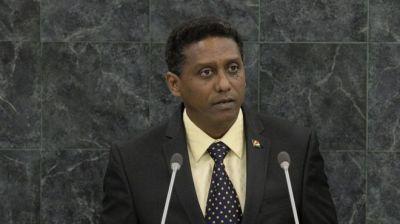 """alt=""""Seychelles president makes underwater speech calling for protection for oceans"""""""