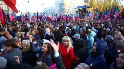 "alt=""Russia offers passports to people in eastern Ukraine territories"""