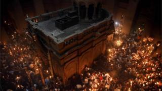 """alt=""""In pictures: Orthodox Christians celebrate Easter"""""""