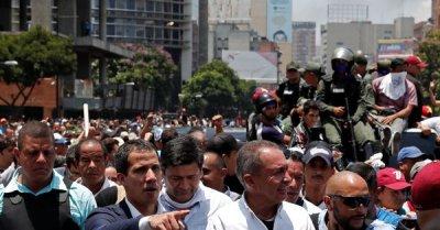 "alt=""Trump-backed opposition leader calls for military uprising in Venezuela"""