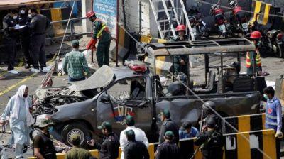 """alt=""""Pakistan Data Darbar: Bomber kills nine outside Sufi shrine in Lahore"""""""