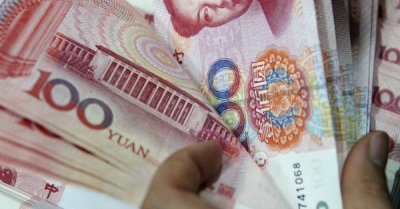 """alt=""""China's currency is sending a warning signal about the trade war"""""""