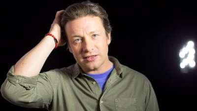 "alt=""Celebrity chef Jamie Oliver's U.K. restaurant chain collapses into insolvency"""