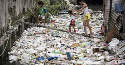 """alt=""""Canada to Remove Trash From Philippines by End of June"""""""
