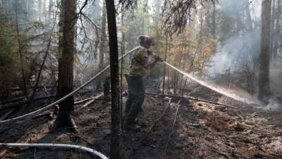 """alt=""""Wind shift increases risk of wildfire moving toward town of High Level"""""""