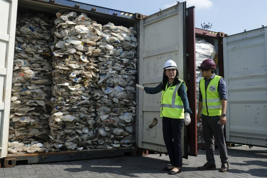 """alt=""""Malaysia to send back plastic waste to foreign nations"""""""