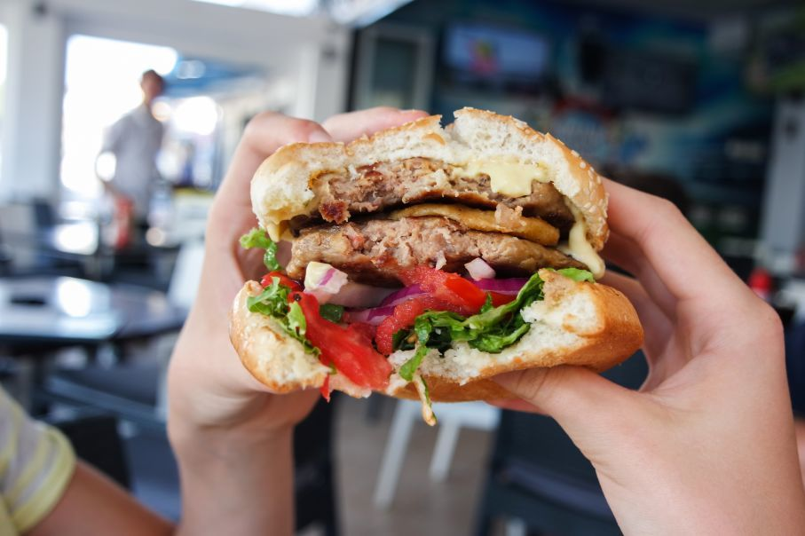 """alt=""""Chocolate, chips & hamburgers among 'ultra-processed' foods linked to early death"""""""