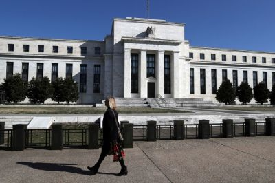 """alt=""""The Fed is 'indicating that a rate cut is coming,' says former central banker"""""""