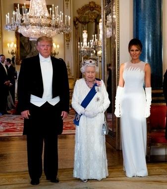 """alt=""""Queen gifts Trump a Churchill book on World War Two"""""""