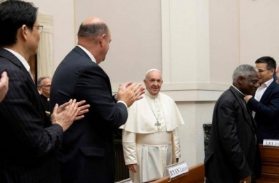 """alt=""""Pope backs carbon pricing to stem global warming and appeals to deniers"""""""