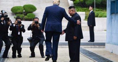 "alt=""US-North Korea: Trump and Kim agree to restart talks in historic meeting"""