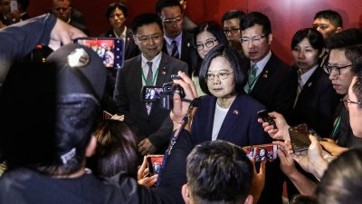 """alt=""""In a snub to China, Taiwan's leader visits U.S."""""""