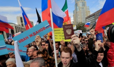 """alt=""""Thousands protest in Moscow after opposition barred from city vote"""""""
