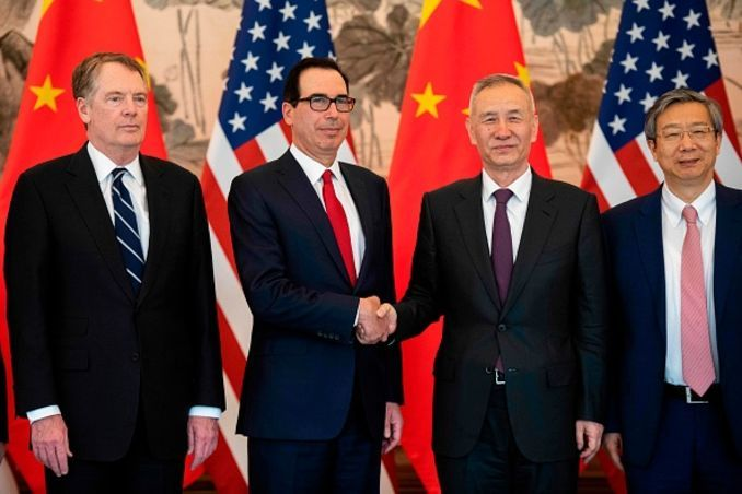 """alt=""""Trump's choice: Yield to China or raise trade tariffs and pave the way for Fed's easing"""""""