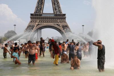 "alt=""Record-breaking heatwave bakes Europe"""