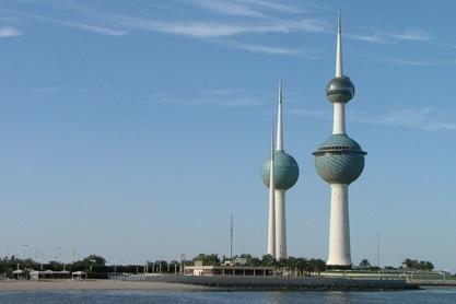 صورة لابراج الكويت مع سماء زرقاء