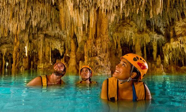 億萬年的鐘乳石洞里游泳