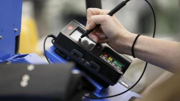 晶片信用卡加快結帳 本月起免簽名