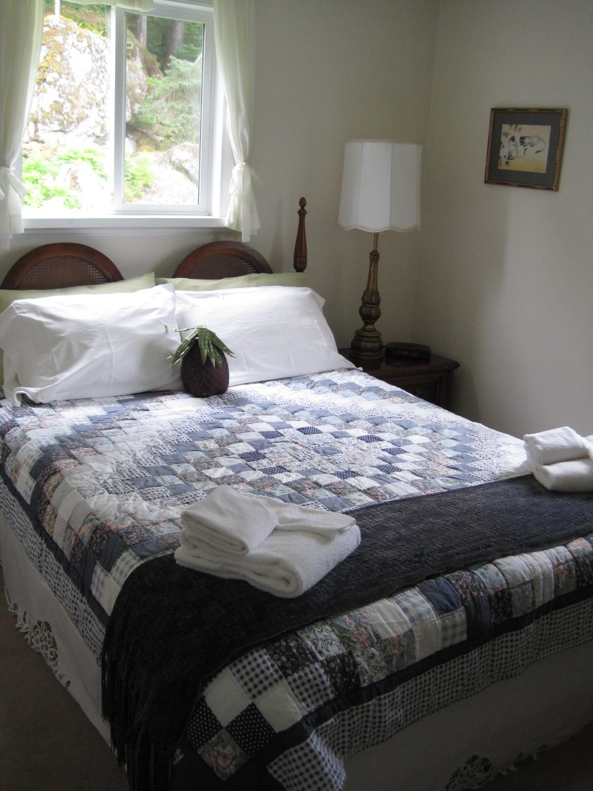 queen room, upstairs
