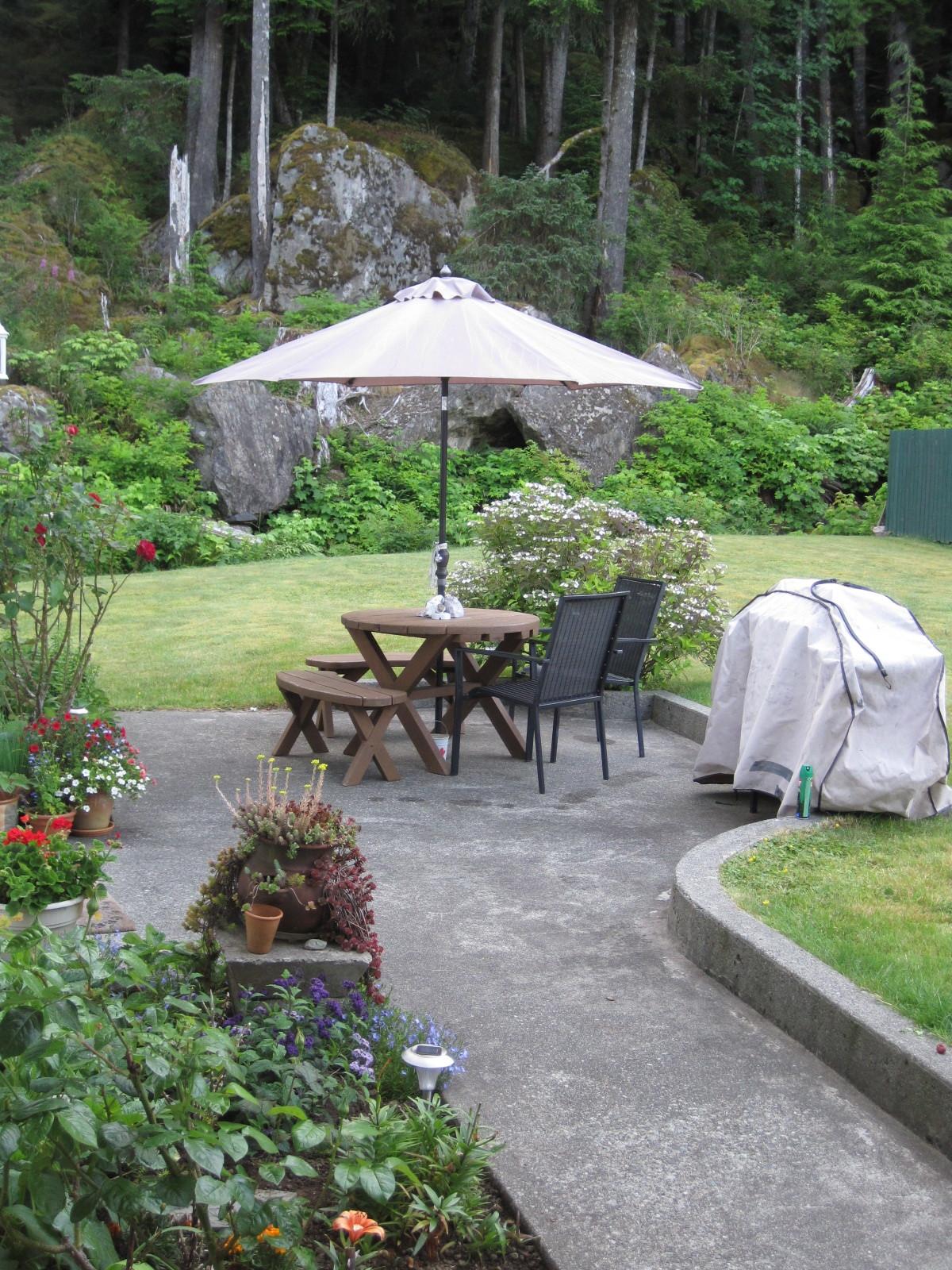 Main level garden patio