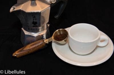 "<img alt=""espresso coffee scoop"">"
