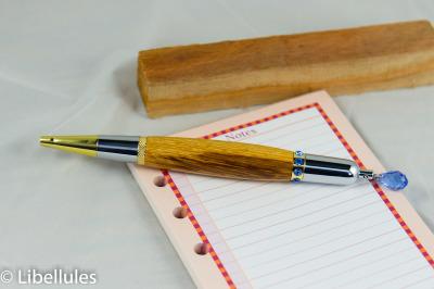 """<img alt=""""osage orange wood with sapphire crystal parker pen"""">"""