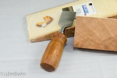 """<img alt=""""cheddar cheese knife"""">"""