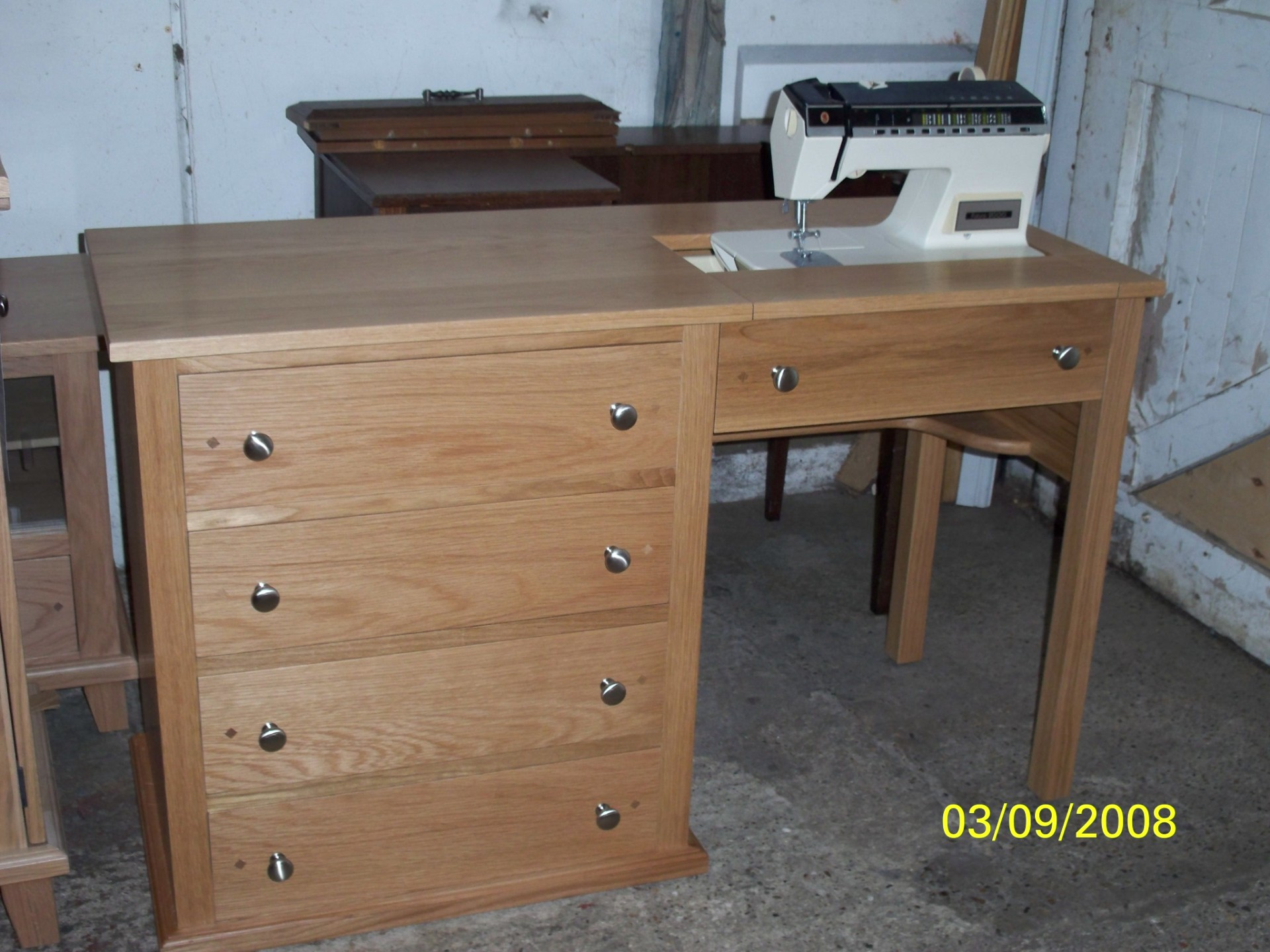 Sewing machine/dressing table