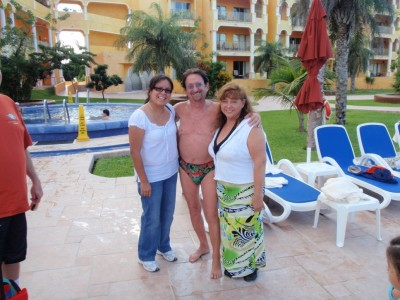 Look who we found at the jacuzzi! Famous Mexican Actor Abraham Stavans!