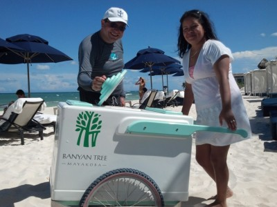 Free popsicles at the beach@