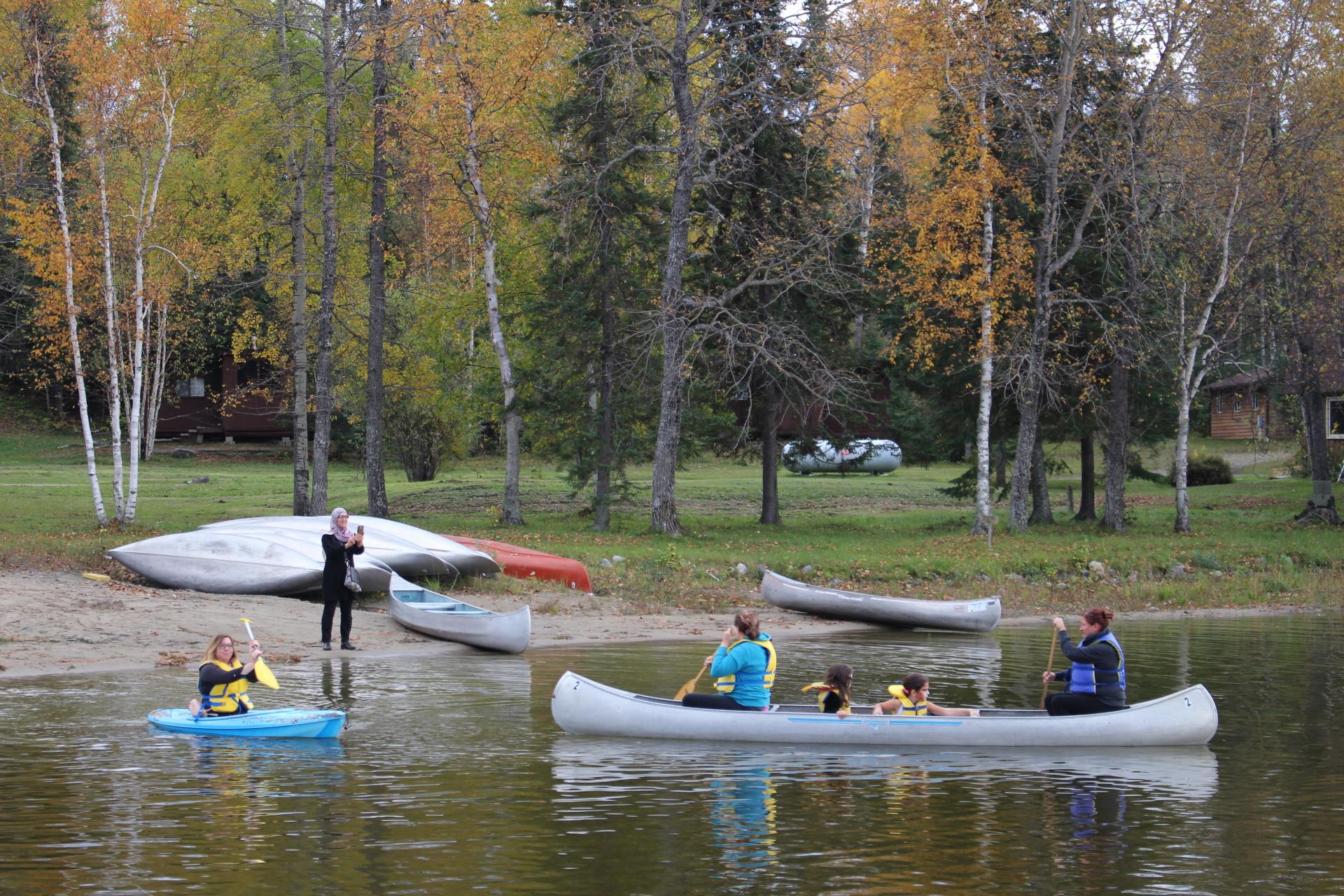 Paddle a canoe