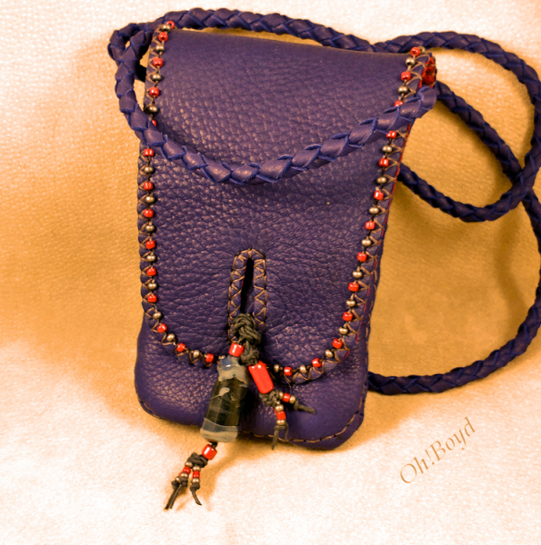 A little bag for your smart phone, credit cards and ID's, and a bit more - perfect for day or evening.