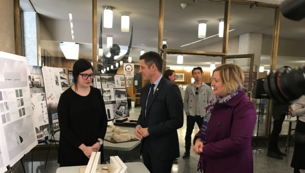 Photo of Mayor Bowman with UofM student