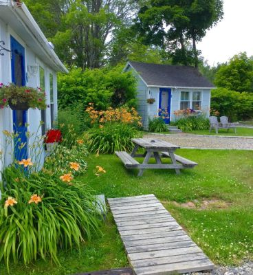 Isleview cottages outside