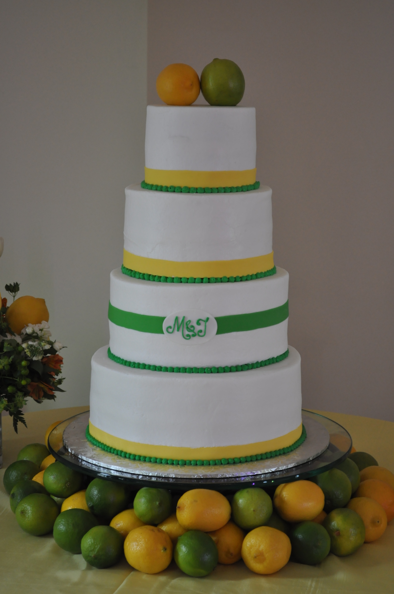 A perfect cake for citrus theme summer wedding