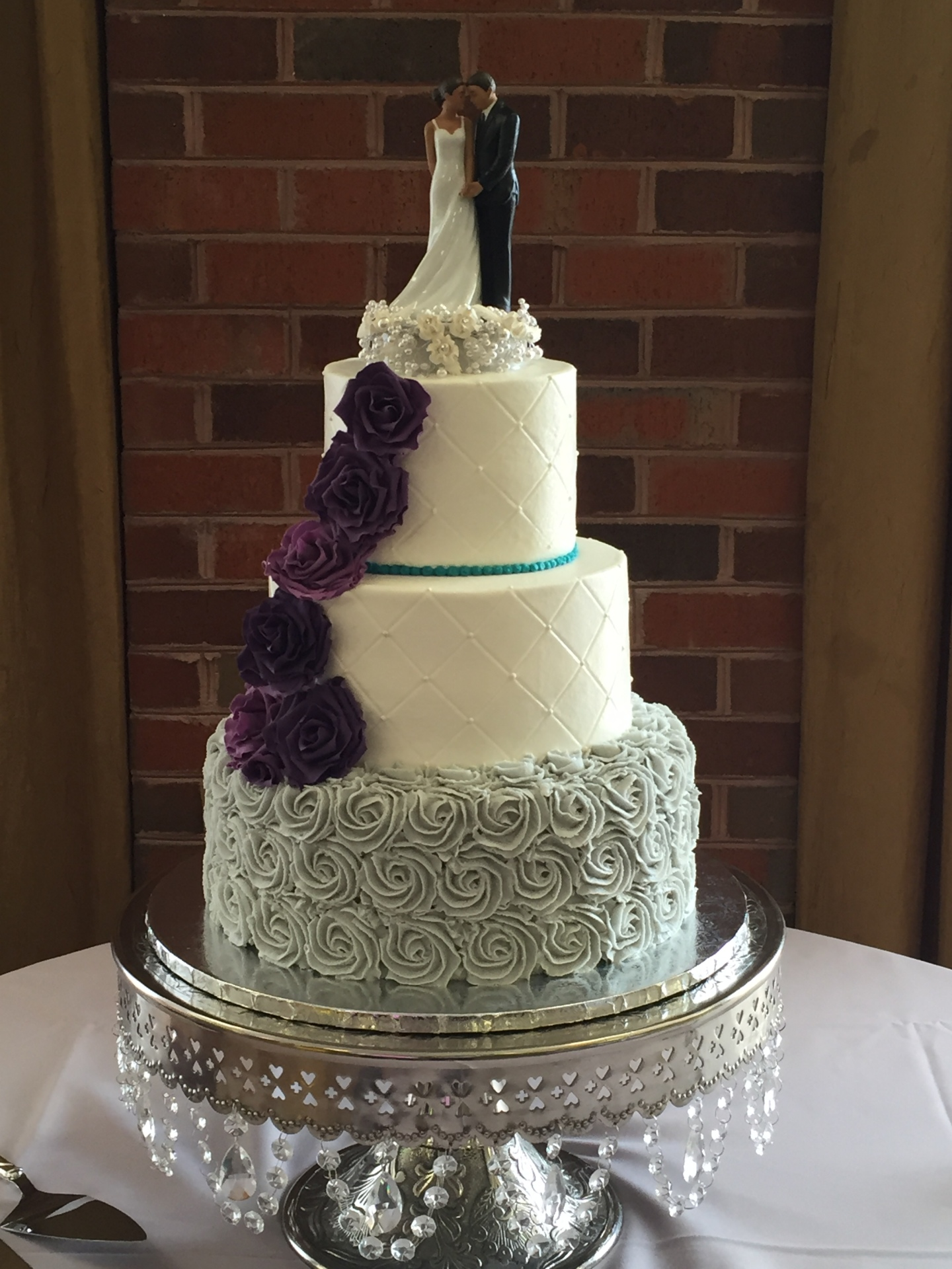 Gray rosettes with purple sugar roses