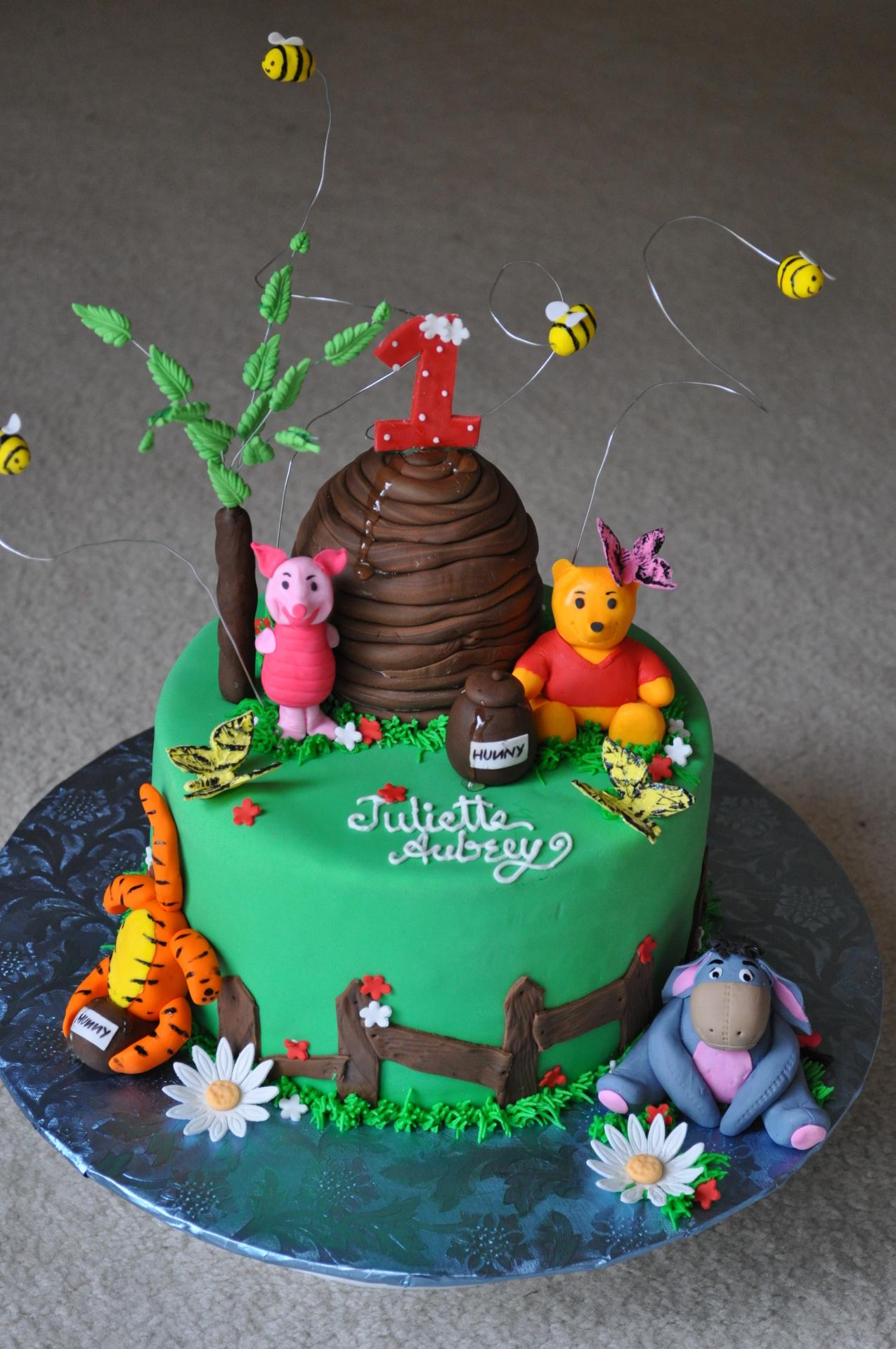 Winnie the Poooh cake, 100 acre woods cake, beehive cake