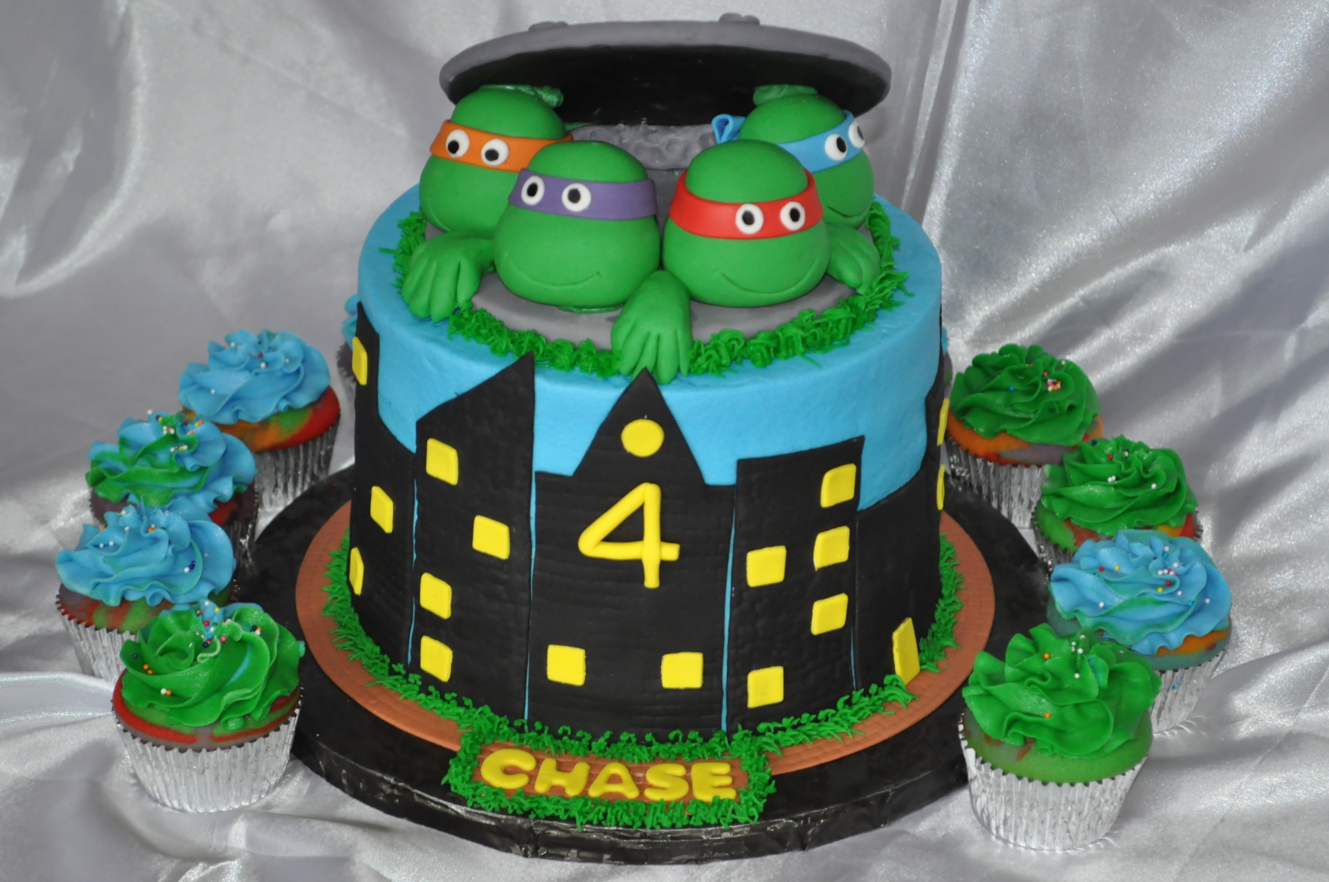 TMNT cake cupcakes
