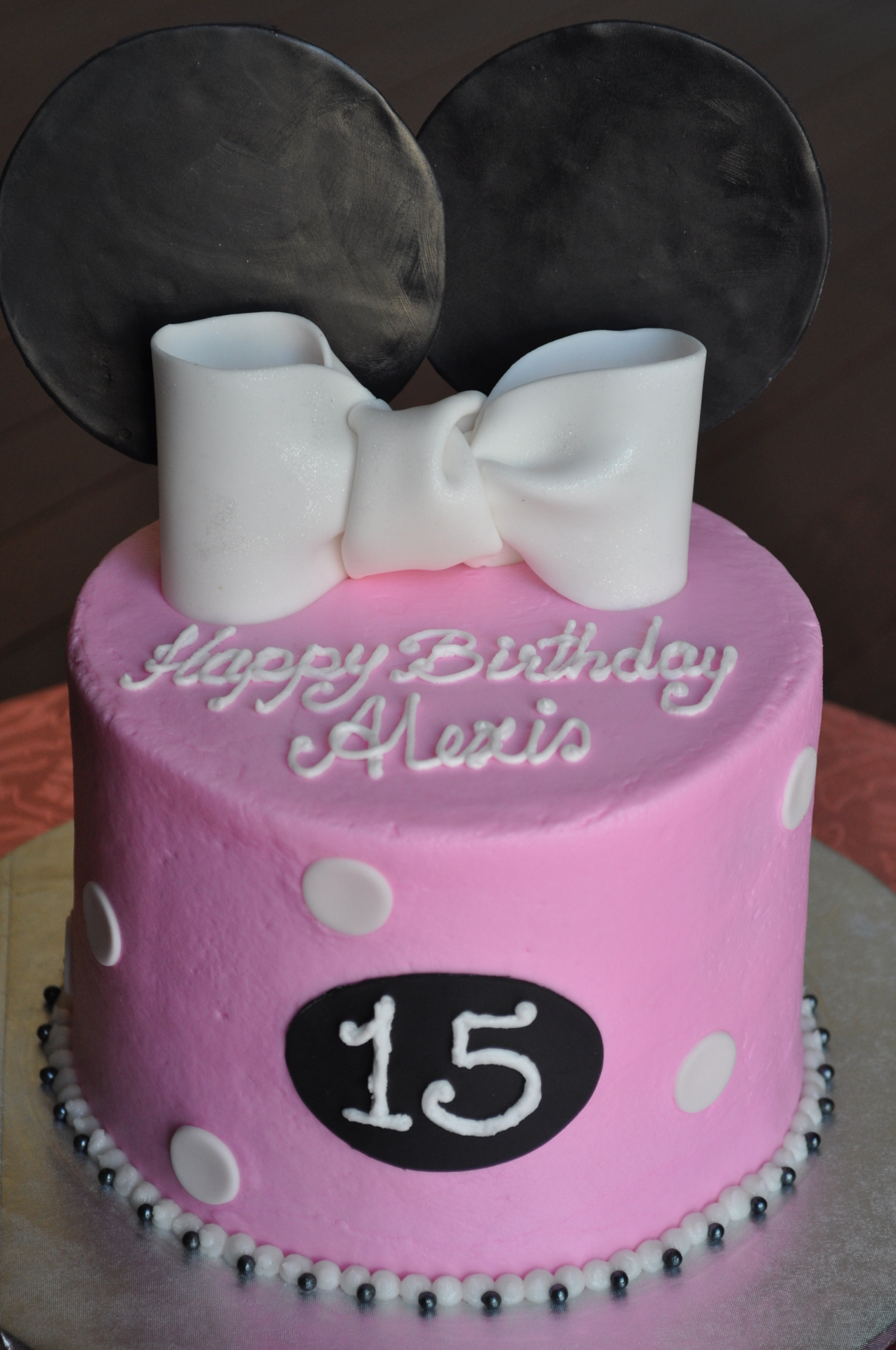 Minnie mouse ears and bow cake